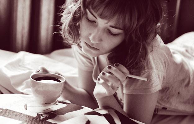 И додека гори цигарата и е топло кафето размислувам...