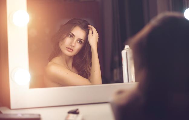 Devojka-i-ogledalo-iLike-mk