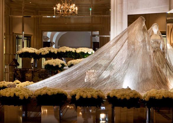Гламирозна изложба на Ели Сааб во Париз