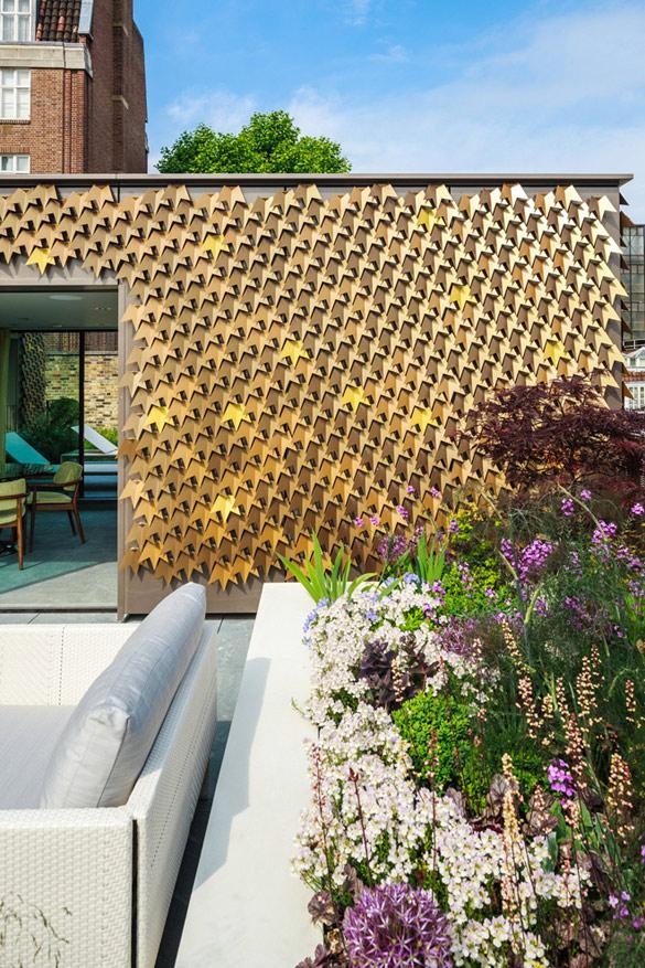 Фасада направена од илјадници лисја