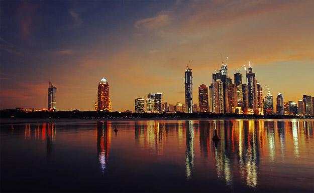 Небото над раскошниот Дубаи