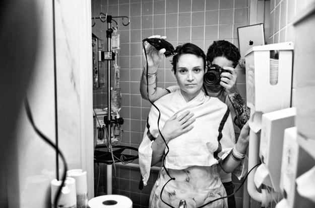 Потресна фото-приказна за една девојка болна од рак на дојка