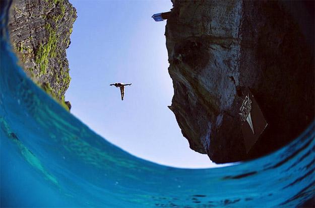 Фотографии од натпреварот по скокање од карпа во Тајланд