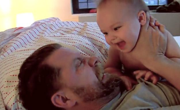 Слатка борба меѓу еден татко и неговото синче
