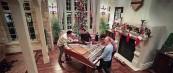 Божиќна песна изведена од 4 момци на едно пијано