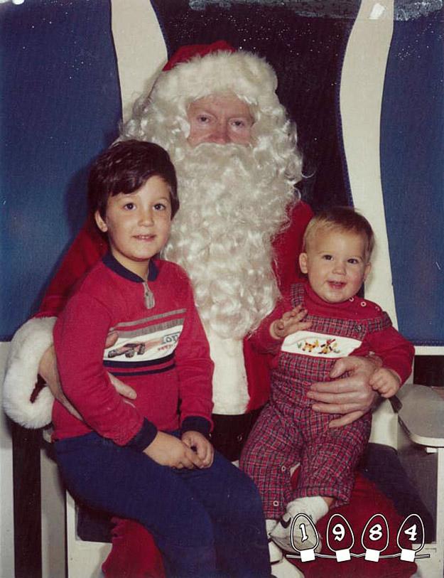 Браќа кои секоја година се фотографираат со Дедо Мраз