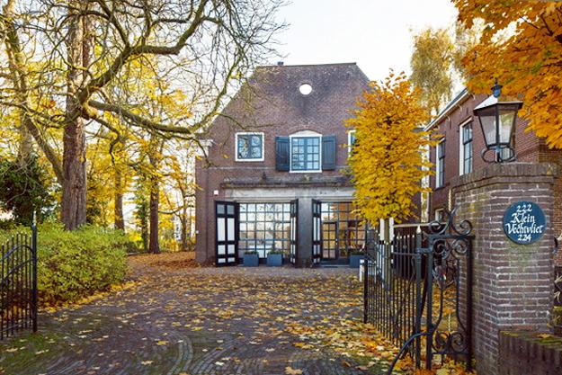 Wooden-and-white-house-iLike-mk-F