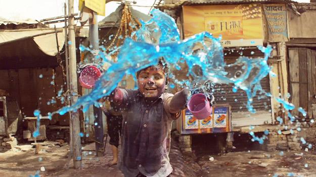 """""""Фестивалот на бои"""" во забавена видео снимка"""