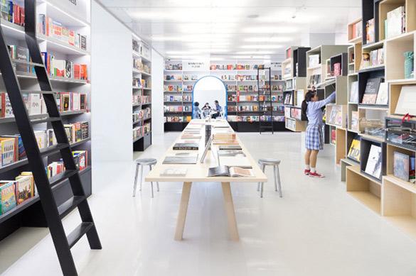 Oxford-Bookstore-in-New-Delhi-iLike-mk-003
