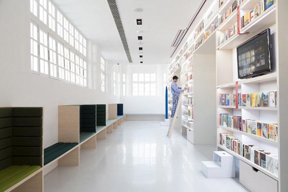 Oxford-Bookstore-in-New-Delhi-iLike-mk-004