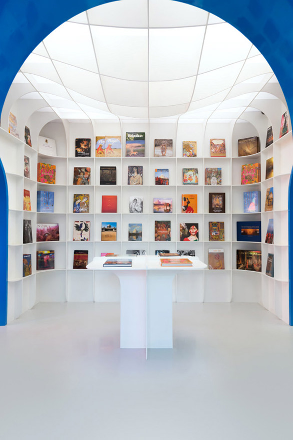 Oxford-Bookstore-in-New-Delhi-iLike-mk-005