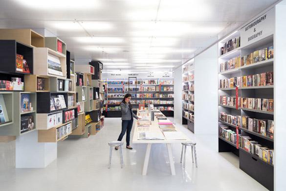Oxford-Bookstore-in-New-Delhi-iLike-mk-008