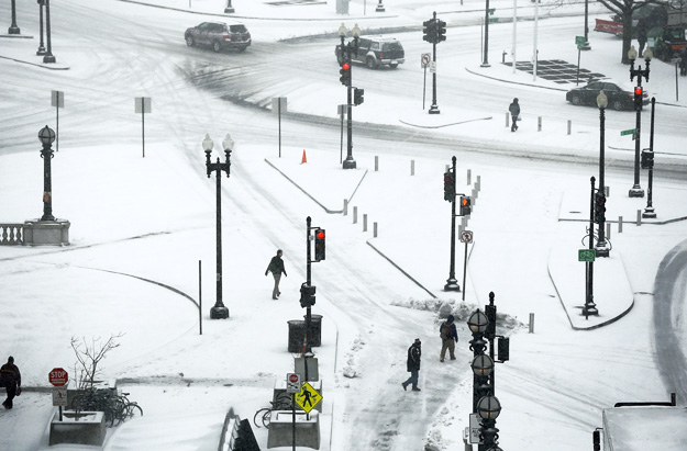 Фотографии од вчерашната снежна бура во Америка