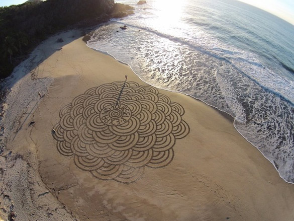 Sand-Paintings-by-Andres-Amador-iLike-mk-004