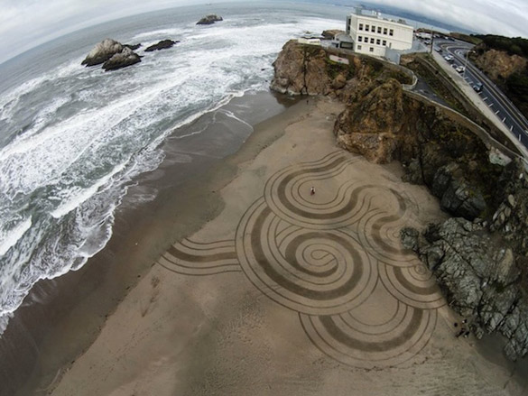 Sand-Paintings-by-Andres-Amador-iLike-mk-005