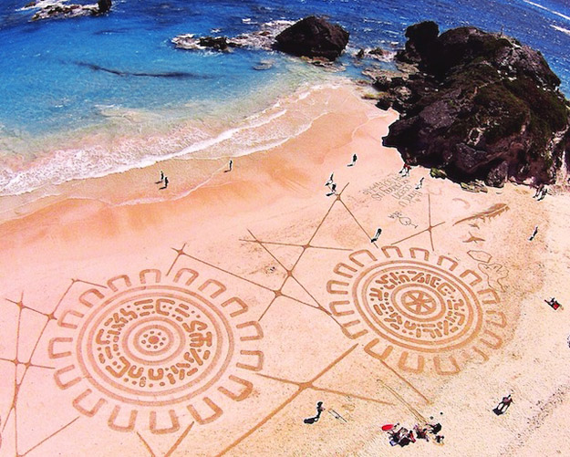 Sand-Paintings-by-Andres-Amador-iLike-mk-F