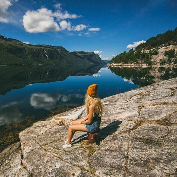 couple-traveling-around-world-photography-samuel-hildegunn-scandinavia-10-605x605