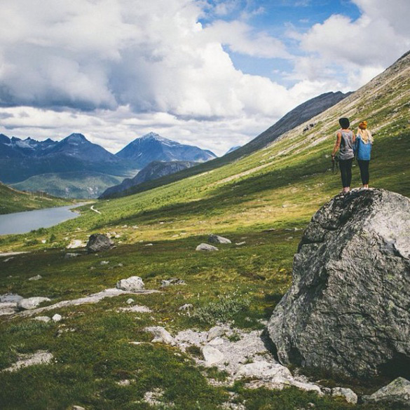 couple-traveling-around-world-photography-samuel-hildegunn-scandinavia-21-605x605