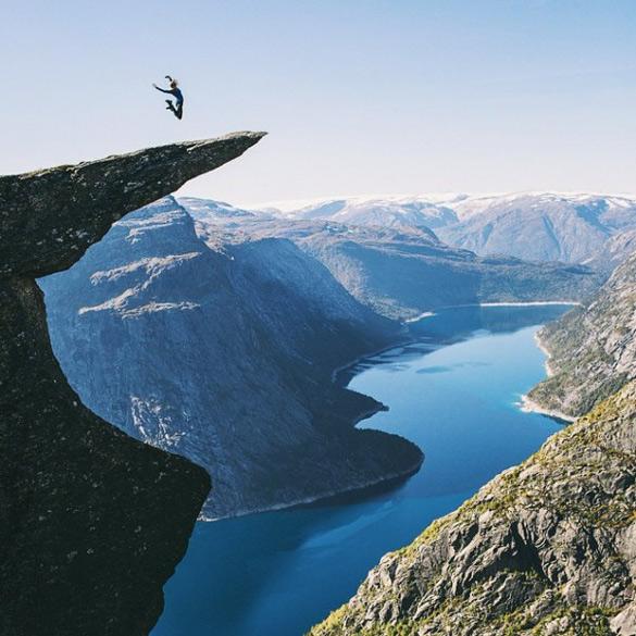 couple-traveling-around-world-photography-samuel-hildegunn-scandinavia-3-605x605