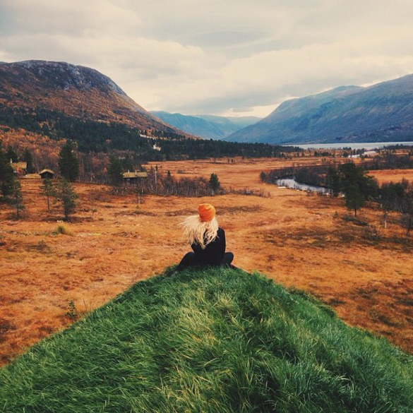 couple-traveling-around-world-photography-samuel-hildegunn-scandinavia-5-605x605