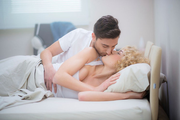 kiss in bed