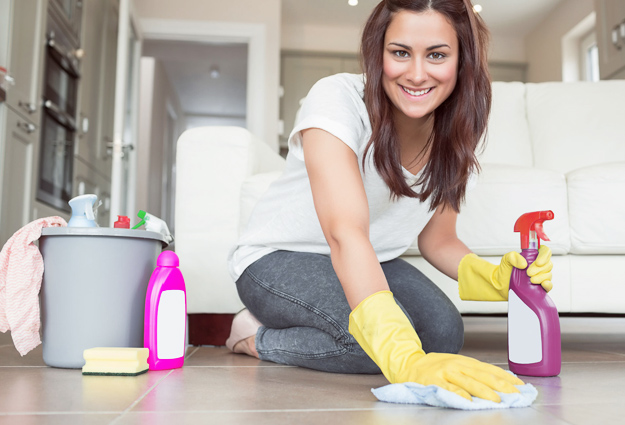 Woman-cleaning-iLike-mk