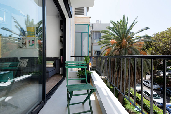 Small-apartment-remodel-in-Tel-Aviv-view-from-balcony