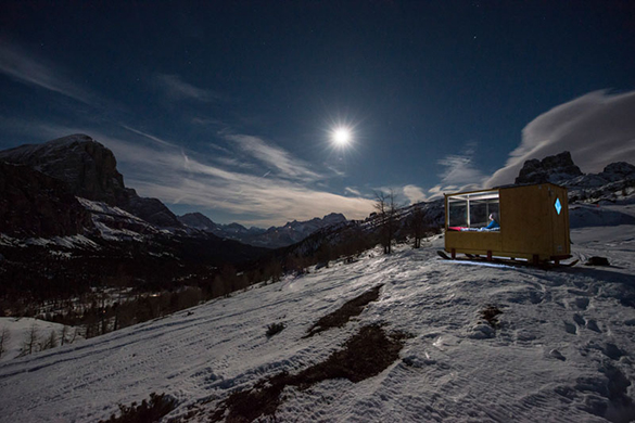 super-tiny-cabin-northeastern-italy-winter