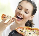 eating_pizza